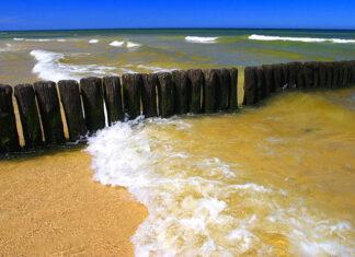 Falochron na polskiej plaży